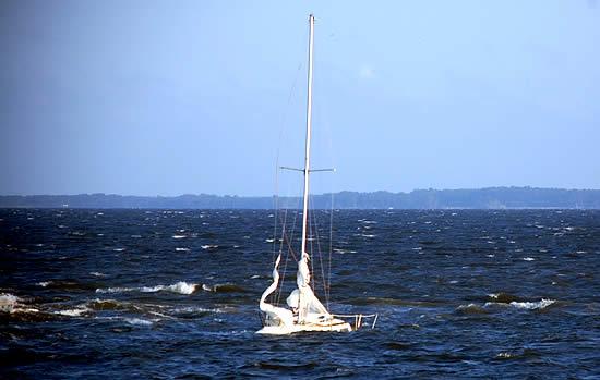 Sailboat Sinks Off Oriental