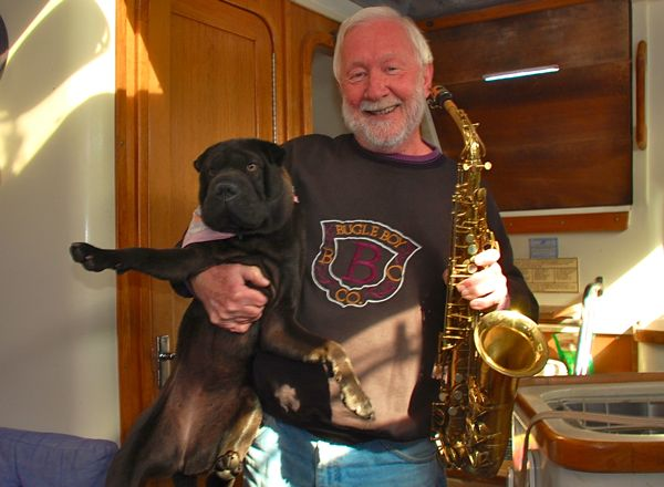larry suvak holds tiani sax