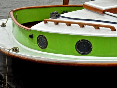 cat boat eyes green trim