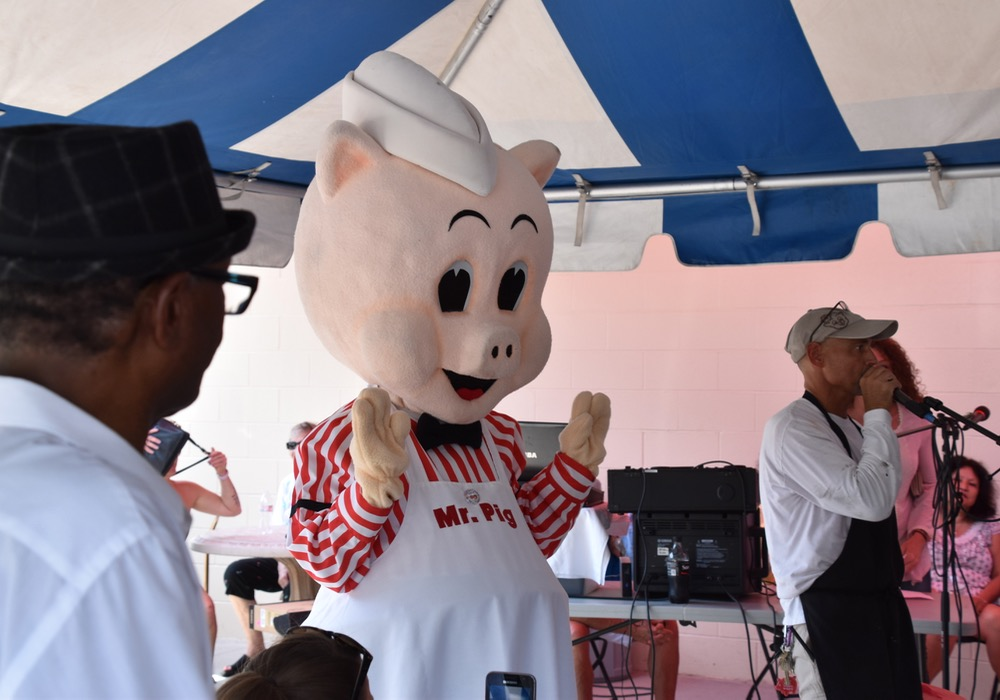 1st Year Celebration of the Piggly Wiggly